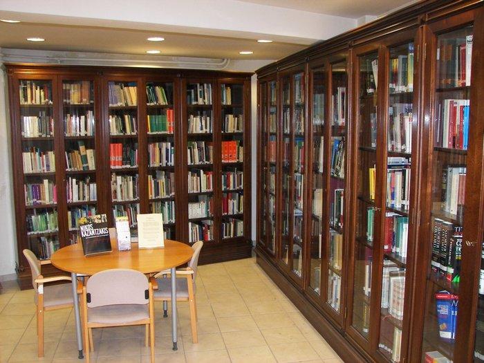 Στα άδυτα της γνώσης:16 υπέροχες βιβλιοθήκες στην Αθήνα - εικόνα 15