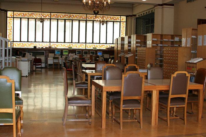 Στα άδυτα της γνώσης:16 υπέροχες βιβλιοθήκες στην Αθήνα - εικόνα 17