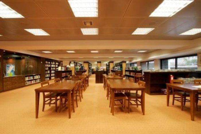 Στα άδυτα της γνώσης:16 υπέροχες βιβλιοθήκες στην Αθήνα - εικόνα 19