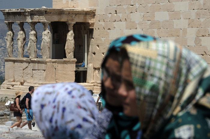 Τι έγινε με τον υπουργό Πολιτισμού και τους πρόσφυγες στην Ακρόπολη;
