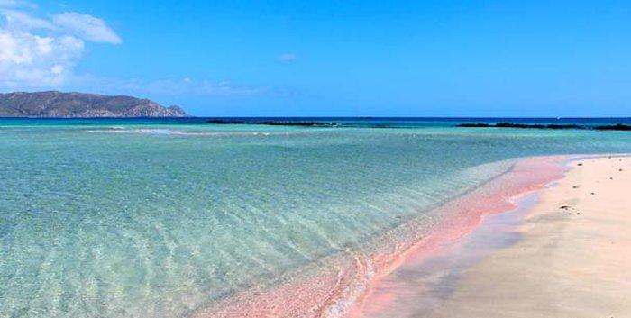 Σκοτώνονται δύο δήμοι στην Κρήτη για τη διάσημη «ροζ παραλία»