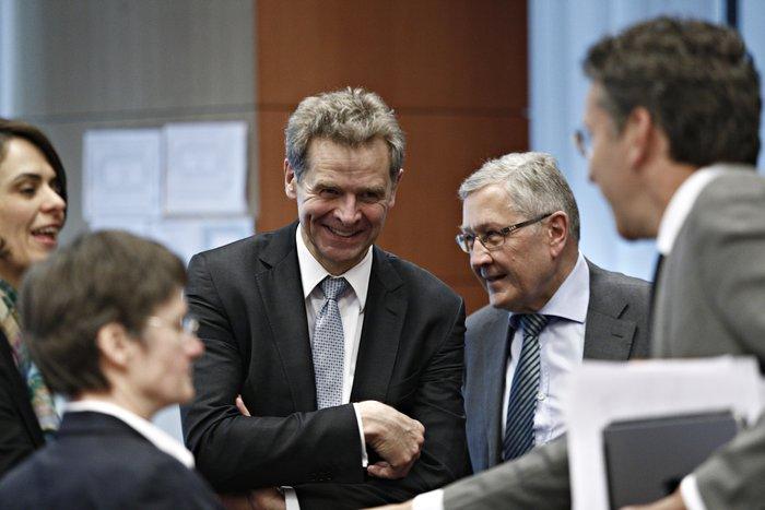 Ο Πόουλ Τόμσεν και η Ντέλια Βελκουλέσκου του ΔΝΤ μαζί με τον Κλάους Ρέγκλινγκ