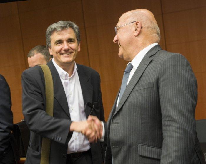Ο Ευκλείδης Τσακαλώτος με τον γάλλο υπουργό Οικονομικών Μισέλ Σαπέν