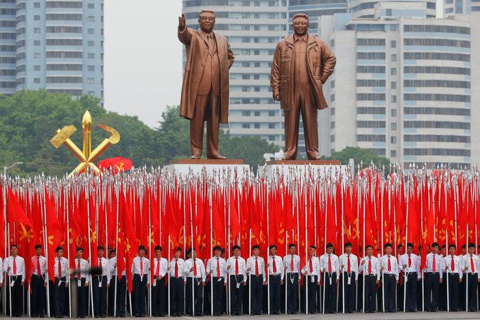 Αποθεώθηκε ο Κιμ Γιονγκ Ουν στο συνέδριο του κόμματος - εικόνα 9