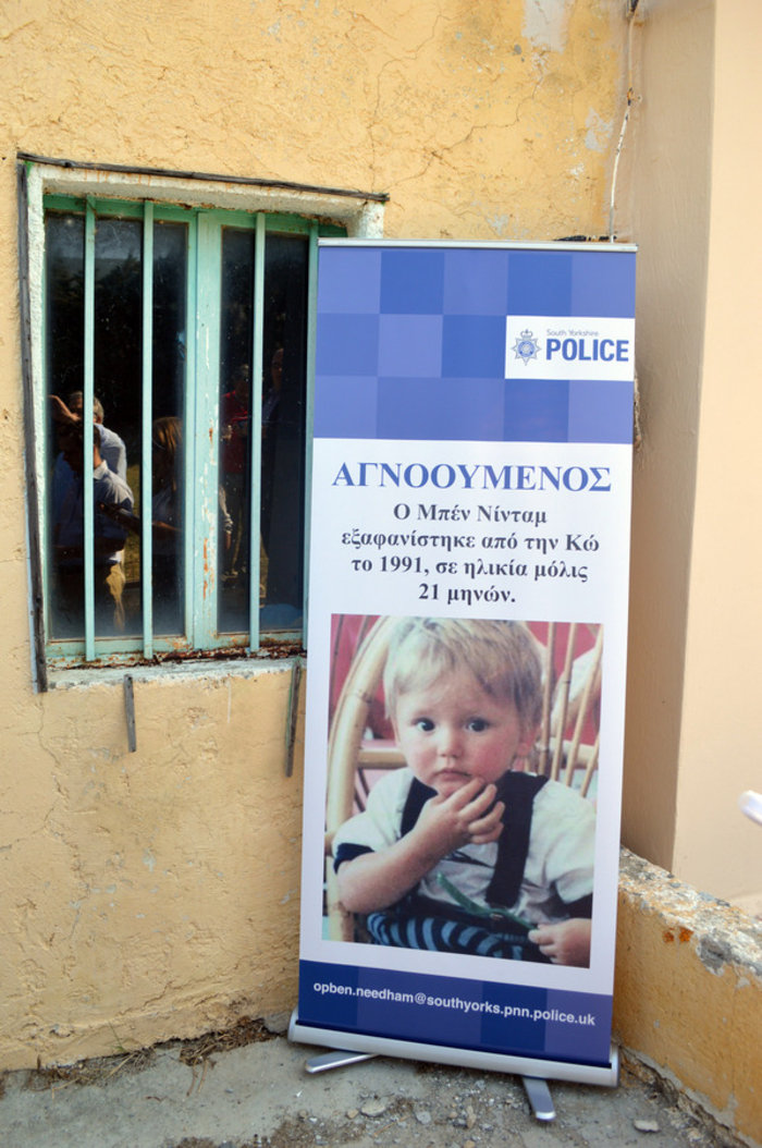 Αφίσα του μικρού Μπεν έξω από το σπίτι που εξαφανίστηκε στις 24 Ιουλίου 1991 σε ηλικία 21 μηνών, Τρίτη 10 Μάιου 2016.