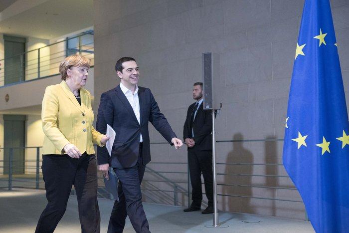 WSJ: Τι θα κατάφερνε ο Τσίπρας εάν ήταν καλύτερος διαπραγματευτής