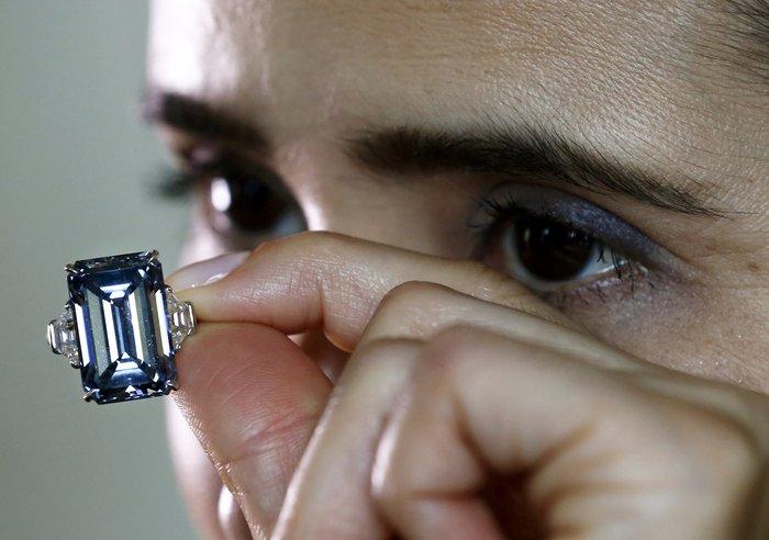 Το μεγαλύτερο μπλε διαμάντι του κόσμου βγαίνει σε δημοπρασία