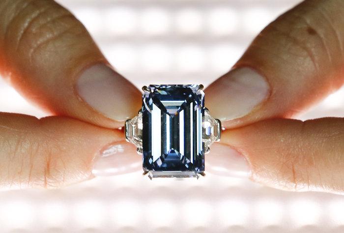 Το μεγαλύτερο μπλε διαμάντι του κόσμου βγαίνει σε δημοπρασία - εικόνα 2
