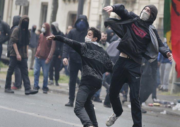Εξέγερση στο Παρίσι για το προεδρικό διάταγμα των εργασιακών