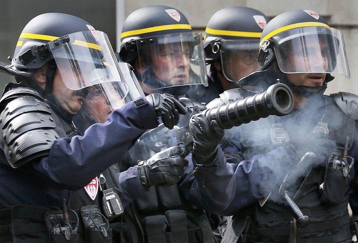 Εξέγερση στο Παρίσι για το προεδρικό διάταγμα των εργασιακών - εικόνα 2