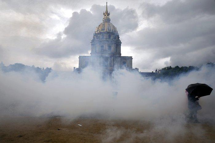 Εξέγερση στο Παρίσι για το προεδρικό διάταγμα των εργασιακών - εικόνα 4