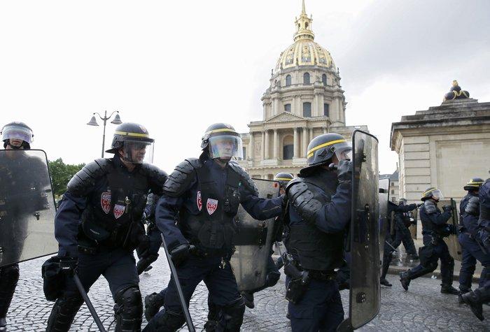 Εξέγερση στο Παρίσι για το προεδρικό διάταγμα των εργασιακών - εικόνα 5