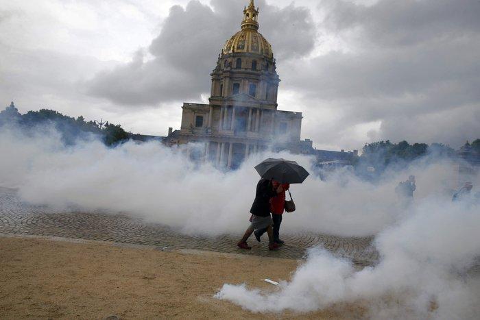 Εξέγερση στο Παρίσι για το προεδρικό διάταγμα των εργασιακών - εικόνα 6