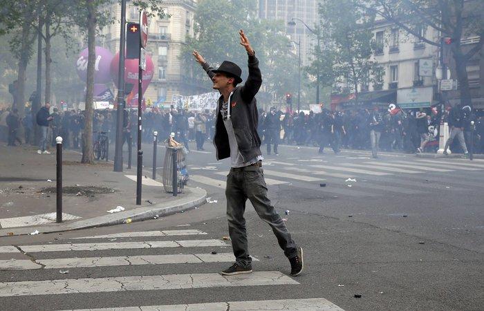 Εξέγερση στο Παρίσι για το προεδρικό διάταγμα των εργασιακών - εικόνα 7