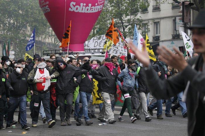 Εξέγερση στο Παρίσι για το προεδρικό διάταγμα των εργασιακών - εικόνα 8