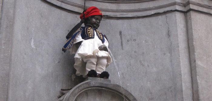 Τσολιάς κάνει δημοσίως την ανάγκη του στις Βρυξέλλες!