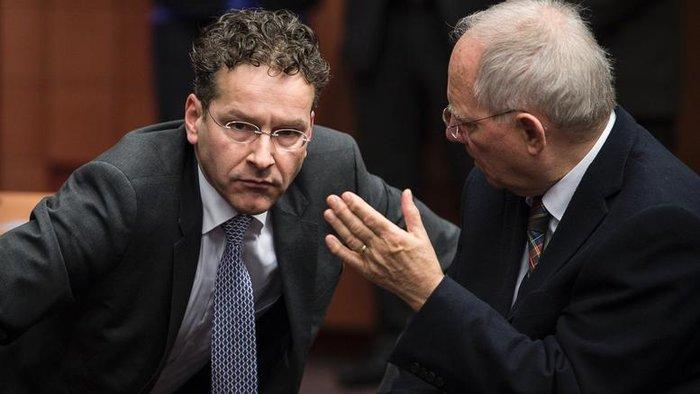 Γερούν Ντάισελμπλουμ και Βόλφγκανγκ Σόιμπλε σε συνεδρίαση των υπουργών Οικονομικών της Ευρωζώνης