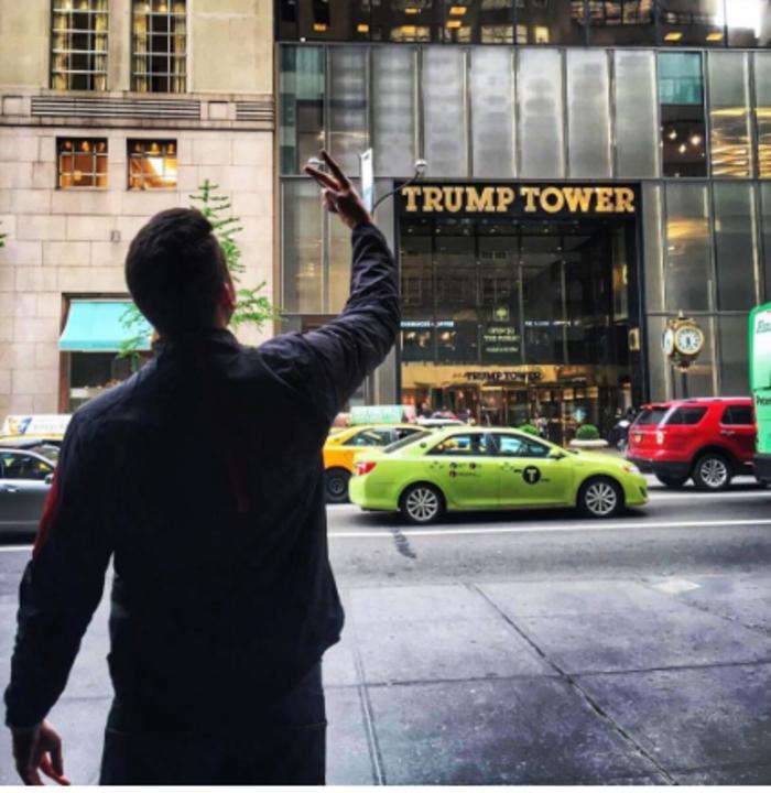 H νέα μόδα στο Instagram: Υψώνοντας το μεσαίο δάκτυλο στους πύργους Τραμπ - εικόνα 12