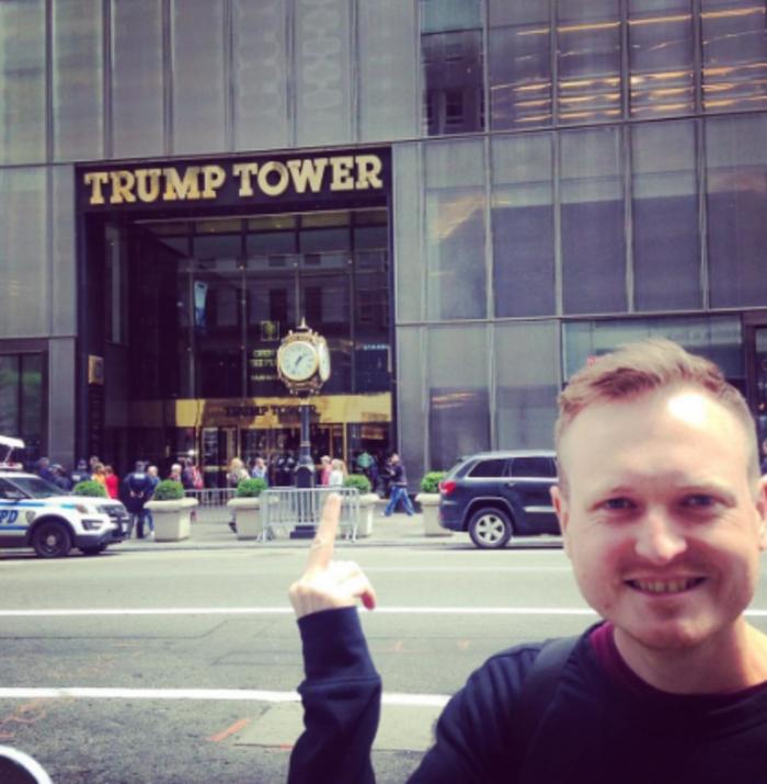 H νέα μόδα στο Instagram: Υψώνοντας το μεσαίο δάκτυλο στους πύργους Τραμπ - εικόνα 13