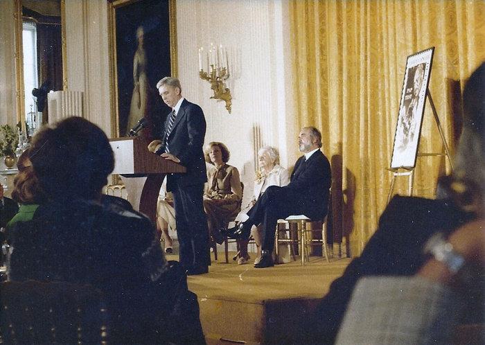 Από την τελετή στο Λευκό Οίκο για το Αμερικανικό Γραμματόσημο Παπανικολάου. Παρούσα η σύζυγός του Μάχη. Φωτο: dr-pap.com