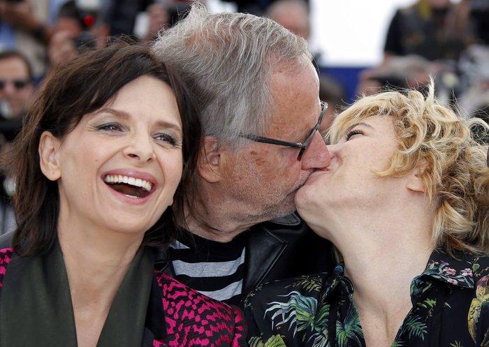 Ζ. Μπινός: Καυτά φιλιά και μια θεότρελλη κωμοδία στο Φεστιβάλ των Καννών - εικόνα 2