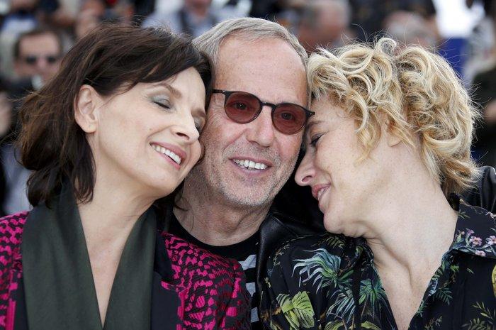 Ζ. Μπινός: Καυτά φιλιά και μια θεότρελλη κωμοδία στο Φεστιβάλ των Καννών - εικόνα 4