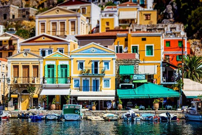 Το καλύτερο νησί για τους απομονωμένους όρμους του και το γραφικό λιμάνι.