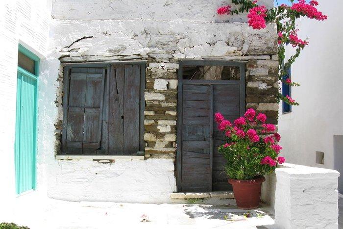 Το καλύτερο νησί για παραδοσιακά χωριά και εξαιρετικές ταβέρνες