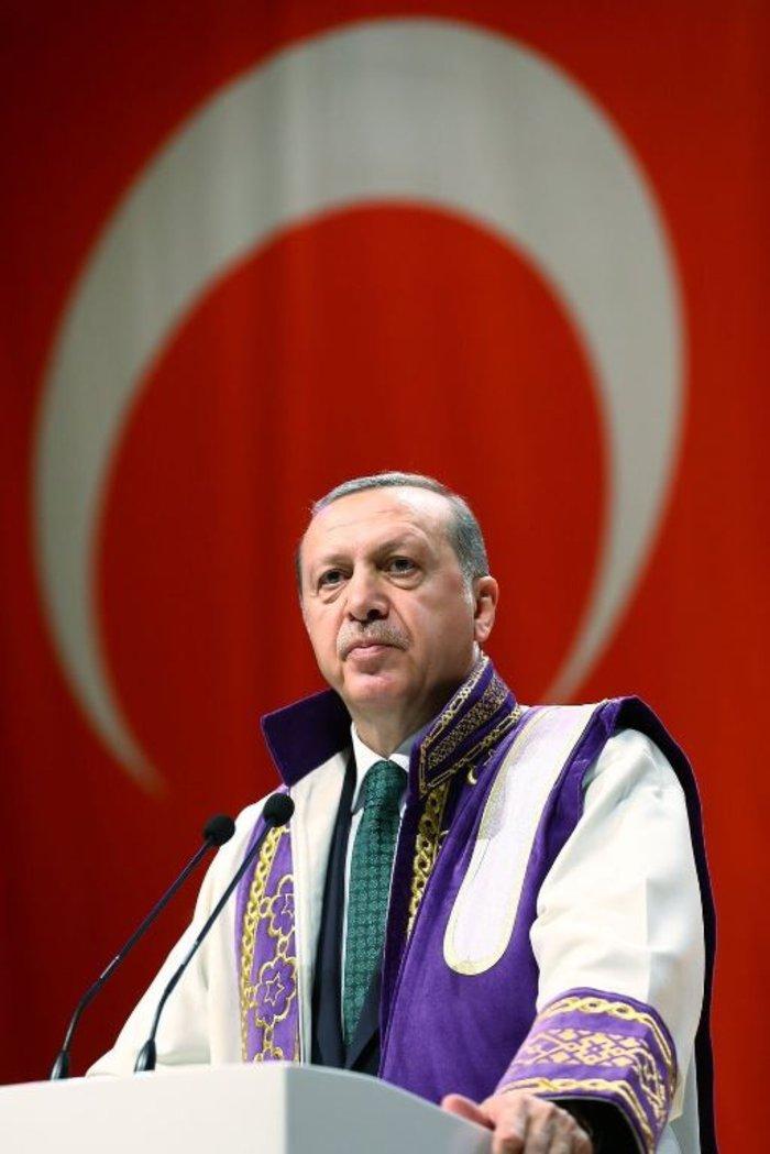 Κρας τεστ: Πόσα τιμητικά PhD έχει ο Τσίπρας και πόσα ο Ερντογάν;