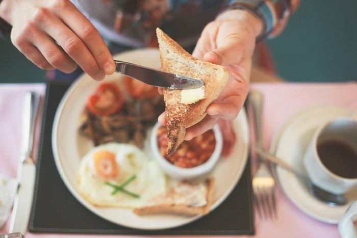 Οι έφηβοι δεν πρέπει να παραλείπουν το πρωινό, γεύμα το οποίο σύμφωνα με πολλές μελέτες συμβάλλει σε βελτιωμένη μνήμη, πνευματική εγρήγορση, αυξημένη ικανότητα συγκέντρωσης