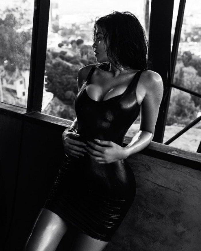 Η Κάιλι Τζένερ σε τέλειο συνδυασμό: Σούπερ σέξι και «αρτιστίκ»