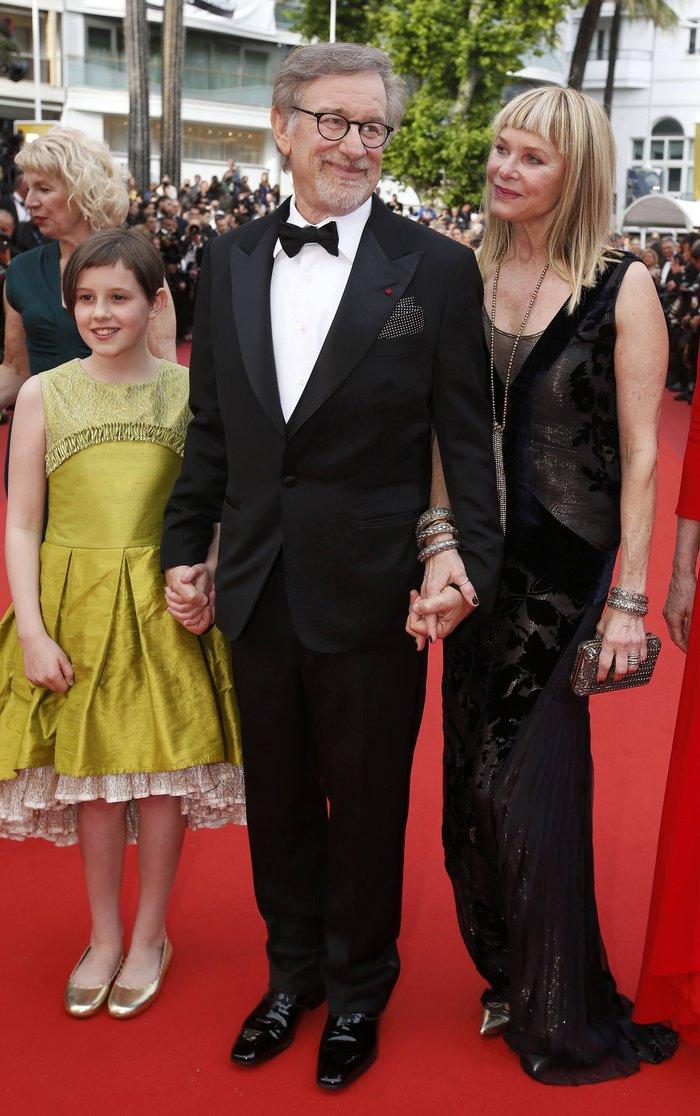 Κάννες: Η υπέροχη Μπλέικ Λάιβλι και οι ...ουρές του red carpet