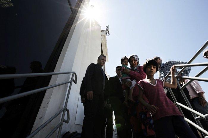 Θεοδωράκης: Το γκέτο του Ελληνικού προσβάλει τη χώρα και τους προσφυγες - εικόνα 9