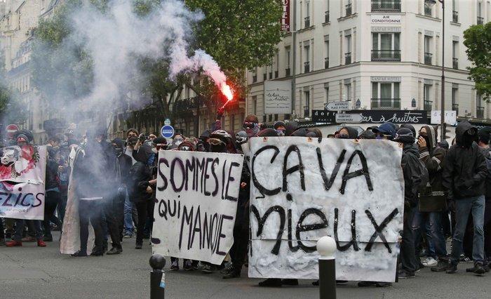 Ξύλο και πάλι στους δρόμους της Γαλλίας για τα εργασιακά