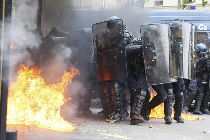 Ξύλο και πάλι στους δρόμους της Γαλλίας για τα εργασιακά - εικόνα 2