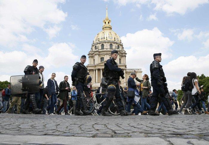 Ξύλο και πάλι στους δρόμους της Γαλλίας για τα εργασιακά - εικόνα 6