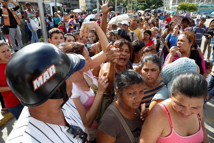 Η Βενεζουέλα «λυγίζει», ο Μαδούρο παραληρεί - εικόνα 4