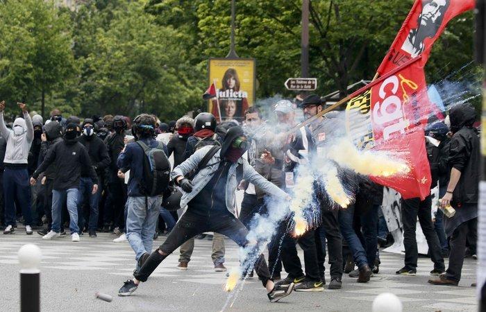 Ανυποχώρητος ο Ολάντ για τα εργασιακά, ταραχές στη Γαλλία - εικόνα 3