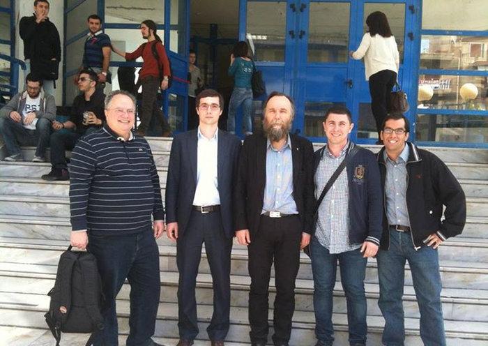 Ο Ντούγκιν είχε μιλήσει στις 12 Απριλίου 2013 σε συνέδριο του Πανεπιστημίου Πειραιά, όπου ήταν παρών και ο νυν υπουργός Εξωτερικών Νίκος Κοτζιάς