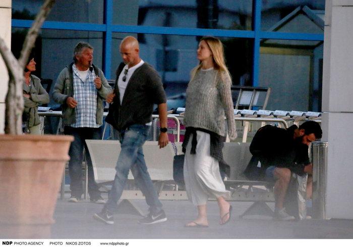 Μπαρ Ραφαέλι:Εγκυος,ερωτευμένη και χωρίς ίχνος μέικ-απ βολτάρει στη Γλυφάδα - εικόνα 4