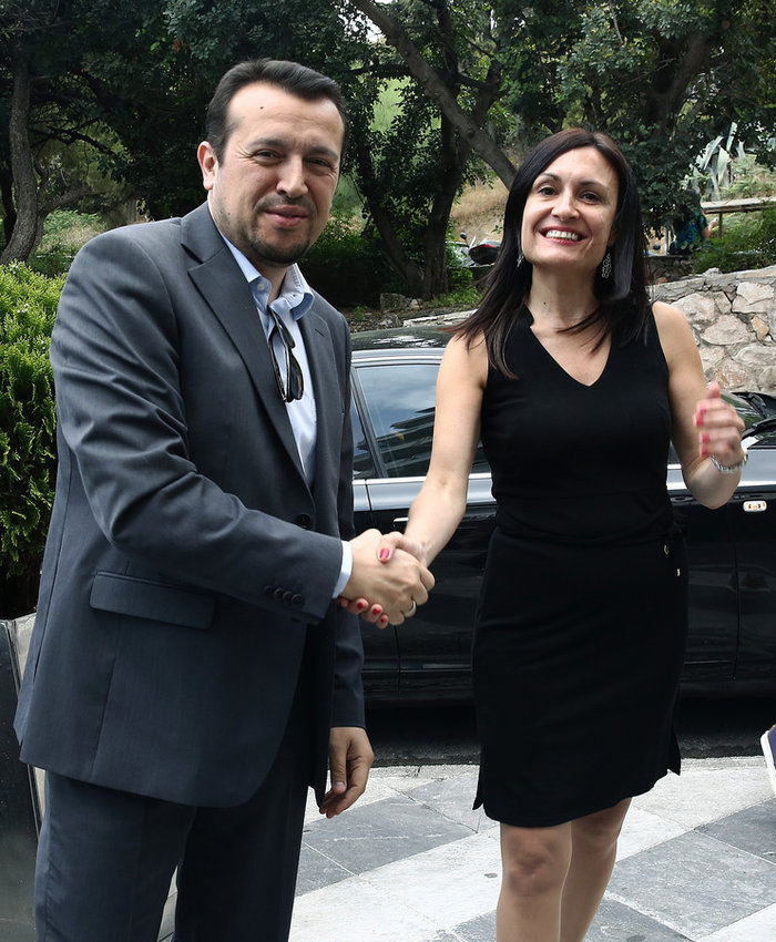 Η πρέσβειρα της Αργεντινής που «έκλεψε» το ενδιαφέρον του Ν. Παππά - εικόνα 3