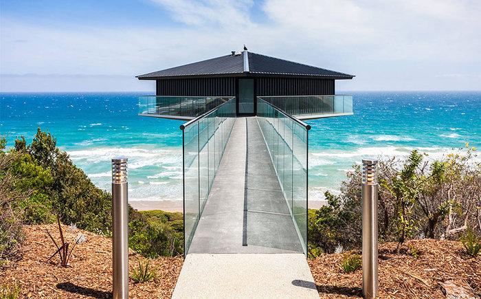 Pole House :Δείτε το εντυπωσιακό σπίτι που ισορροπεί στον αέρα
