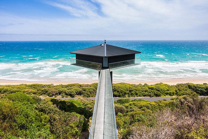 Pole House :Δείτε το εντυπωσιακό σπίτι που ισορροπεί στον αέρα - εικόνα 3