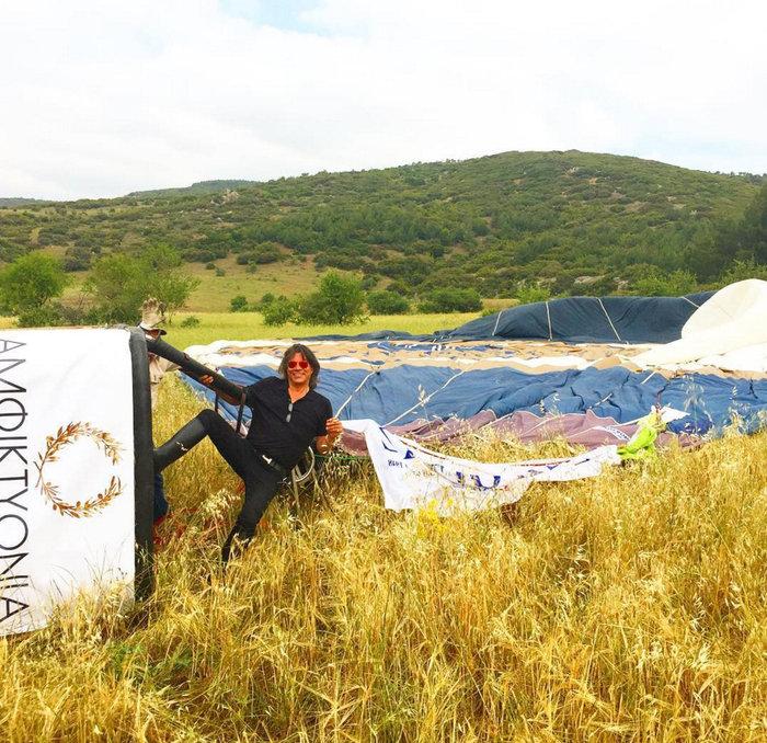 Ο Ψινάκης «γκρεμίστηκε» με το αερόστατο σε βουνό (vd)