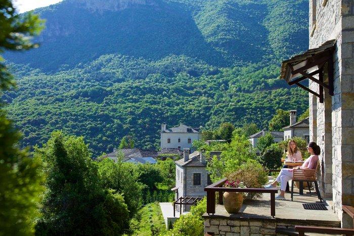 Ενα ελληνικό στα πιο όμορφα απομακρυσμένα ξενοδοχεία στον κόσμο