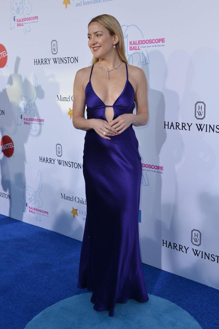 Το αποκαλυπτικό φόρεμα της Χάντσον που άφησε λίγα στη φαντασία