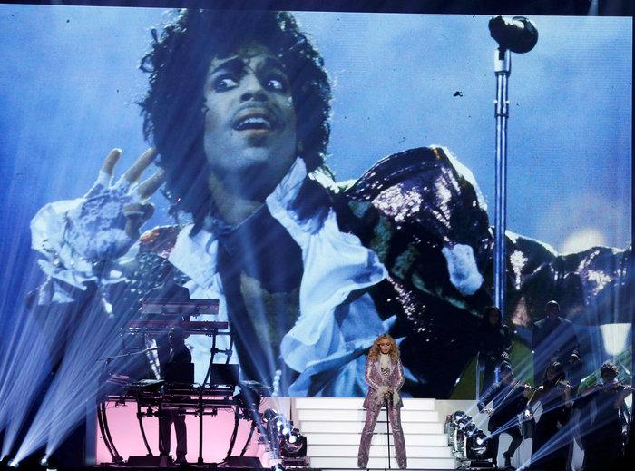 Η Μαντόνα τίμησε τον Prince:Nothing Compares 2 U - εικόνα 2