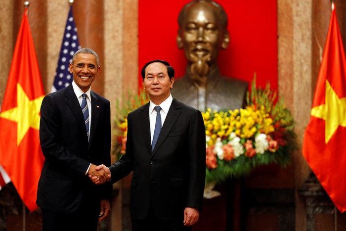 Άρση του εμπάργκο όπλων στο Βιετνάμ ανακοίνωσε ο Ομπάμα