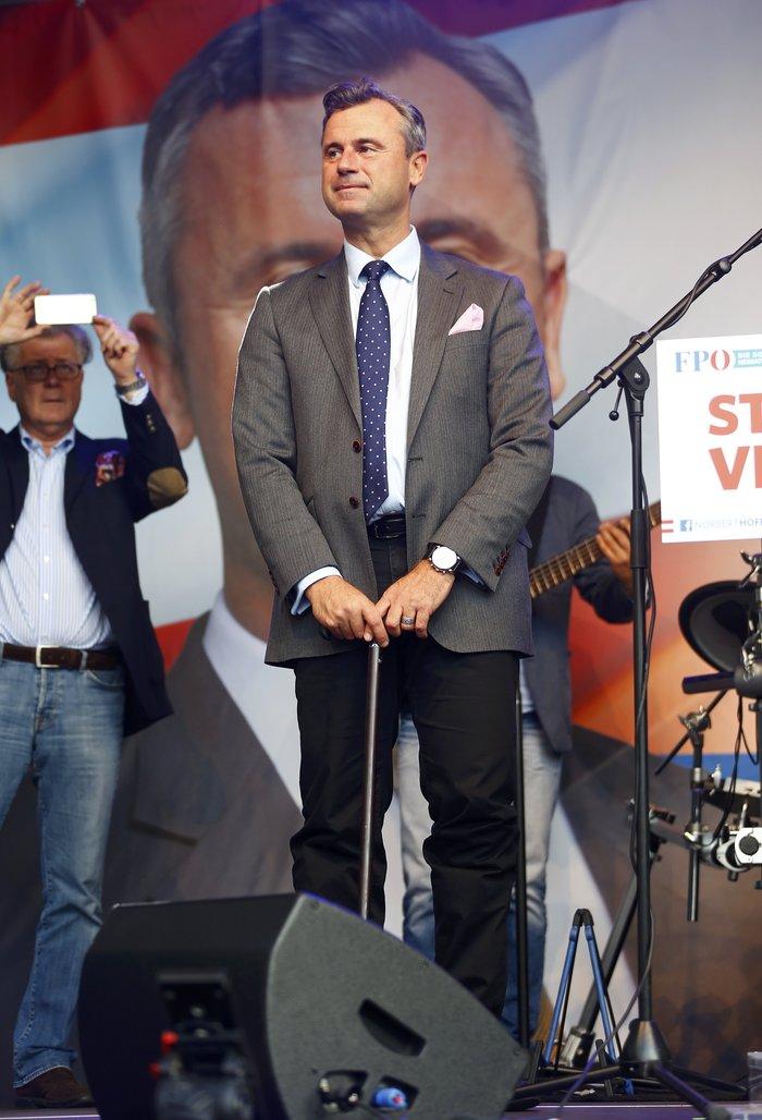 Νόρμπερτ Χόφερ: Το «αγγελικό» πρόσωπο της αυστριακής ακροδεξιάς - εικόνα 3