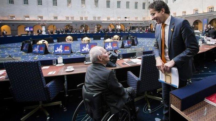Ο Γερούν Ντάισελμπλουμ με τον γερμανό υπουργό Οικονομικών Β. Σόιμπλε